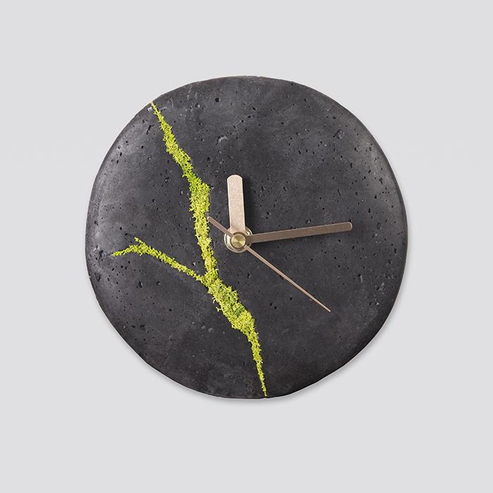 Zdjęcie produktu Mały zegar ścienny z chrobotkiem reniferowym
