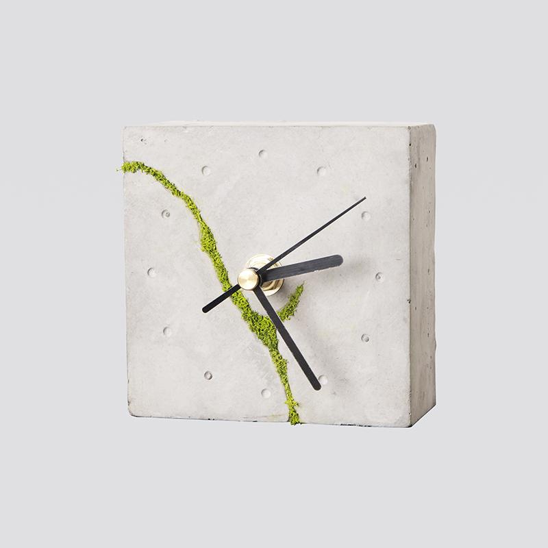 Zdjęcie produktu Kwadratowy zegar stołowy z chrobotkiem reniferowym