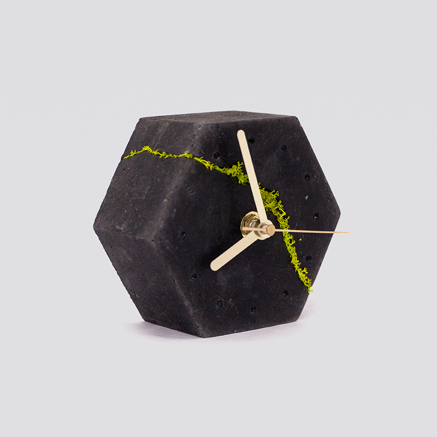 Zdjęcie produktu Sześciokątny zegar stołowy z chrobotkiem reniferowym